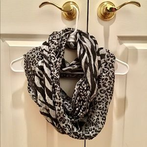 Black and White Infinity Leopard Scarf